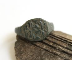 Medieval bronze ring, with inlaid pattern - 20 mm