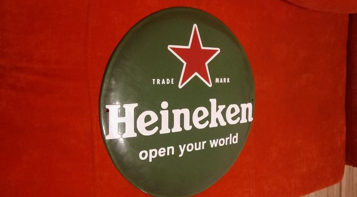 Dutch Royal HEINEKEN. Porcelain enamel diameter ca.42cm. Excellent condition.