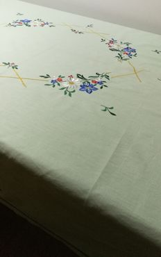 Green vintage tablecloth with floral embroidery Italy. 120 x 150