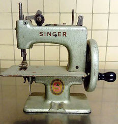 Singer - model 20 'Sewhandy' - Sewing machine for children, 1940s