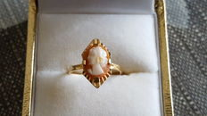 Women's cameo ring in 18 kt 750 yellow gold