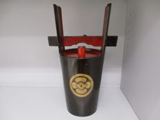 Antique sake container for ceremonies, lacquered wood, signed and samurai crest - Japan - 1868