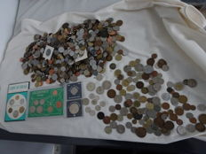 World - collection of 6.2 kg world coins, 4 cases and 44.9 grams of silver coins