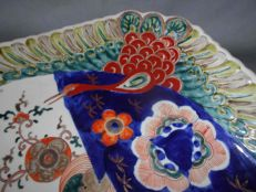 Antique diamond-shaped Imari porcelain plate with painted cranes - Japan - Mid to late 19th century