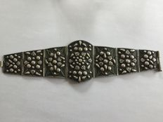 Wide hinged bracelet - Middle East - Mid-20th century