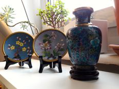 1 vase with 2 plates in cloisonné enamel, Chinese - China - mid/second half of 20th century