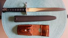 Factory New: excellent Swiss bayonet SIG M57 with sheath and frog (W650867).