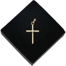 18k - Yellow gold pendant in the shape of a cross set with 1 single cut diamond in total approx. 0.005 ct. In a white gold setting - Length x width: 2.4 x 1.2 cm