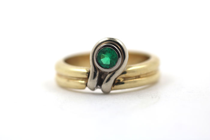 Ring made of 585 yellow-white gold with emerald 0.30 ct - size 53 (EU)