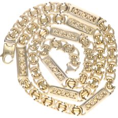 18 kt Yellow gold king's braid link necklace with tooled white gold segments.  - length x width: 62 x 0.7 cm