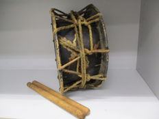 Splendid shimedaiko, traditional drum, with cranes and pine trees - Japan - late 19th / early 20th