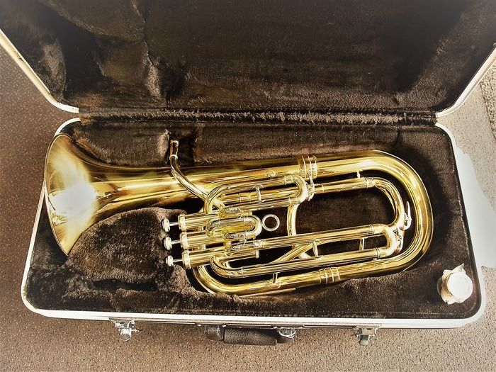 New Baritone Tuba with mouthpiece, gold lacquer in luxurious case