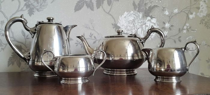 Silver plated Tea and Coffee Set - by Walker & Hall - UK - 1900-1949