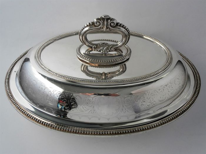 Serving dish and/or covered bowl, England, around 1920