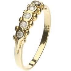 14 kt Yellow gold ring set with zirconia. - ring size: 17.75 mm