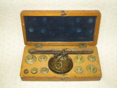 Travel scales in box - Portugal - ca. 1870