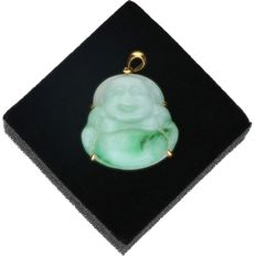 18 kt - Yellow gold pendant set with nephrite - Length x width: 3 x 2.3 cm