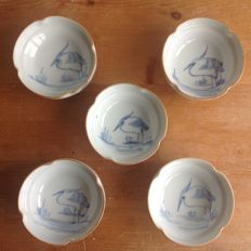 Five Imari bowls with an image of a heron on the waterside - Japan - around 1920