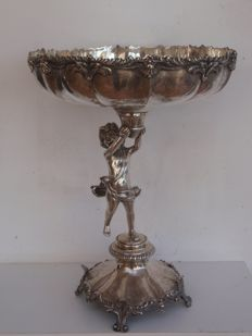 A silver tazza-shaped bowl supported by a putti and with shell decoration - Oporto, Portugal - circa 1900