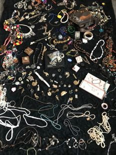 Jewelery joblot including lots of silver brooches 1940's crystal