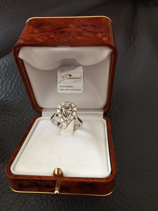 18kt white gold ring with natural fancy, olive green/gold coloured diamond and white diamonds