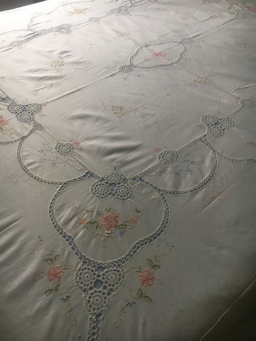 High quality 100% pure linen bedspread, entirely worked, NO RESERVE PRICE