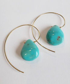 'Bettina T. Jewelry' 18 kt gold earrings, artisanally hand-made in Italy, with Americn turquoise drops. Measurements:  4.5 × 3.00 cm