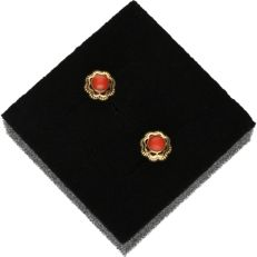 14 kt - Yellow gold earrings set with precious coral - Length x width: 1.5 x 0.7 cm