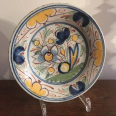 Delftware polychrome plate, 4th quarter of 18th century.