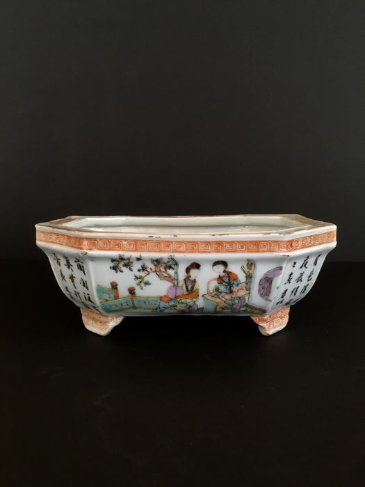 Octagonal porcelain pot for bulbs or orchids- China - ca 1920 (republic period)