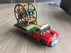 T.N, Japan - Length: 21 cm - tin truck with merry-go-round - 1950s