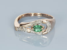 14 kt gold.  Ring.  Emerald of 0.35 ct. Diamond of 0.02 ct. Size: 53 (17 mm in diameter).