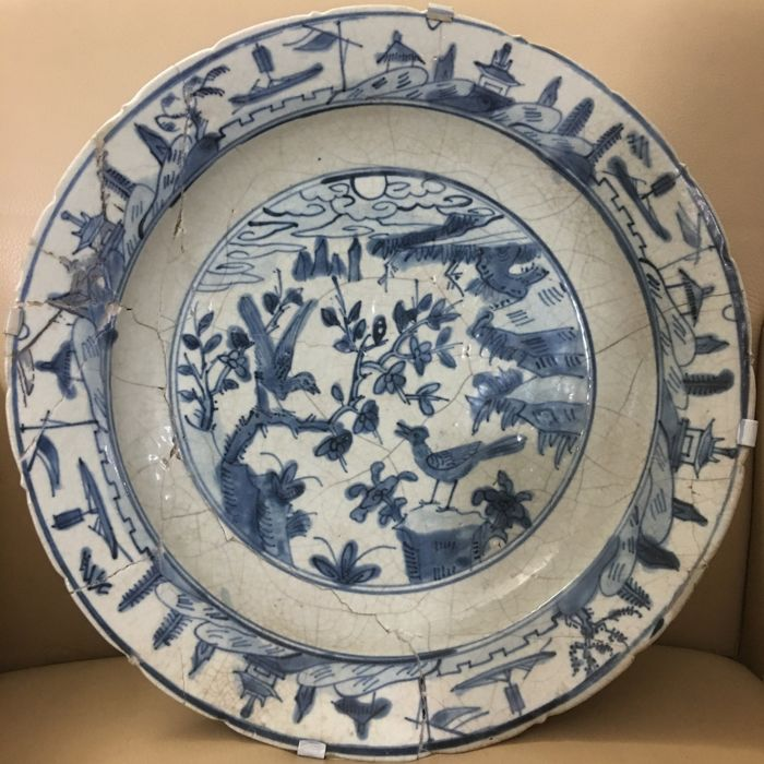 Deep Early nearly 40 cm  Large swatow dish with decorations of birds in landscape - China - 16th century, Ming dynasty (1368-1644)