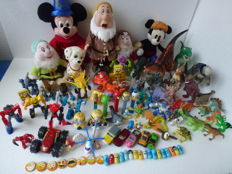 More than 95 pieces of different cartoon and comic figures such as Emoji / Emotion,Transformers,Robot and more