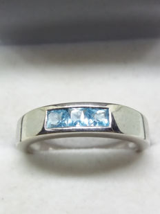 Vintage 9ct/9k White Gold Unisex Blue Topaz Princess Cut Ring