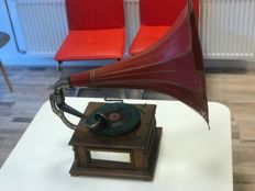 Wind-up gramophone with a large horn from the early 20th century