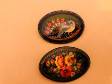 2 brooches, floral motif, circa 1920, Chinese lacquer, hand-painted