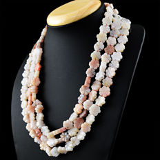 Pink Australian Opal Flower Shape Beads necklace with 18 kt (750/1000) gold clasp, length 60cm.\