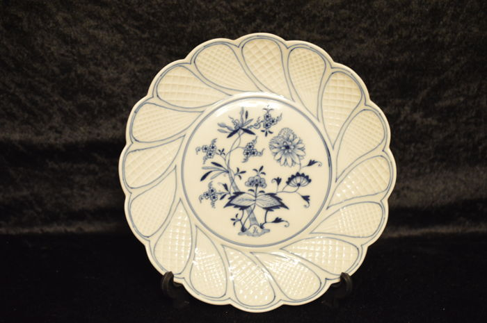 Meissen - Onion pattern fan plate