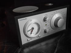Tivoli audio Am-Fm Model Three - FM radio with an alarm