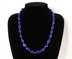 Necklace of faceted sapphires and polished rubies - 360 ct - total length 58.7 cm