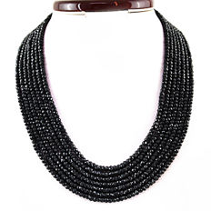 Spinel necklace with 18 kt (750/1000) gold clasp, length 60cm
