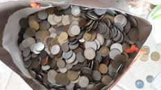 World - Lot of 1135 coins
