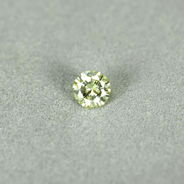 Diamond – 0.37 ct Fancy greenish Yellow – NO RESERVE PRICE