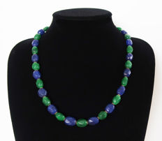 Emerald and facetted sapphire necklace - total length: 55 cm - 355 ct