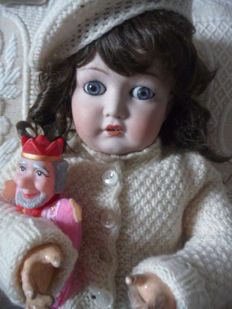 Most beautiful porcelain head doll marked with Simon Halbig + Kämmer Reinhardt - on ball joint body