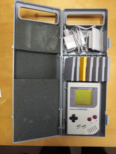 Game Boy including  7 games like Bart Simpson  + Super Marioland