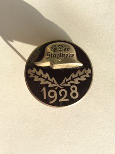 Service entry and traditional steel helmet badge 1928