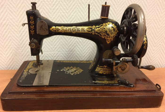 Singer Sewing Machine With Wooden Case 40 Catawiki Fascinating Singer Sewing Machine