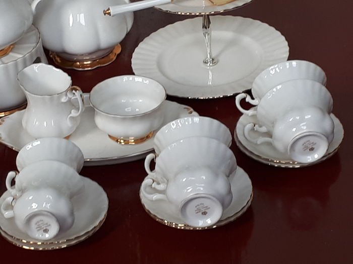 Royal Albert Servies Wit.Royal Albert Val D Or Crockery Fine Bone China Coffee